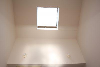 【天窓から注ぐ陽光に、人心地。】